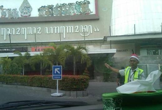 LUIS Datangi 3 Mall Besar di Kota Solo Soal Atribut Natal 1