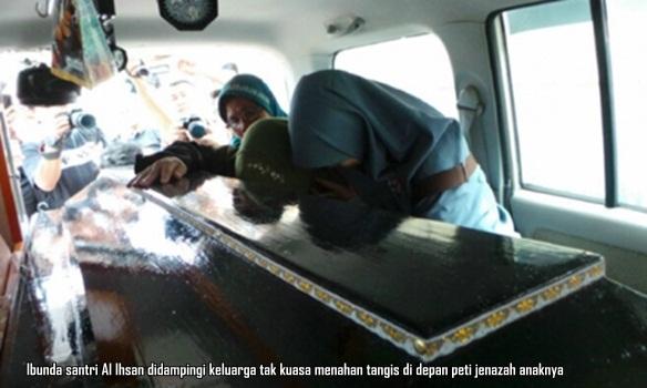 Ibunda Santri Ponpes Al Ihsan Riau didampingi keluarga