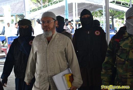 Ust Farid Okbah Dikawal Laskar Islam Solo