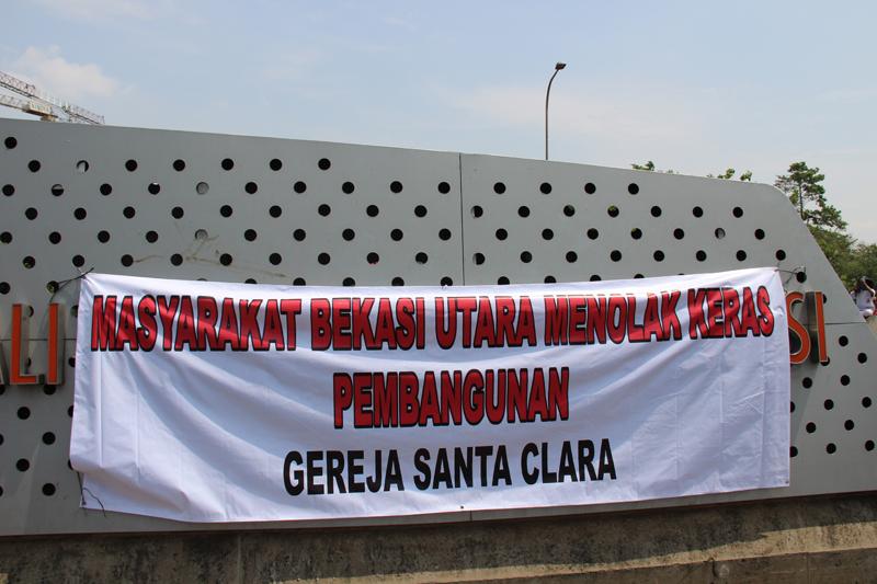 Aksi Tolak Gereja Santa 3