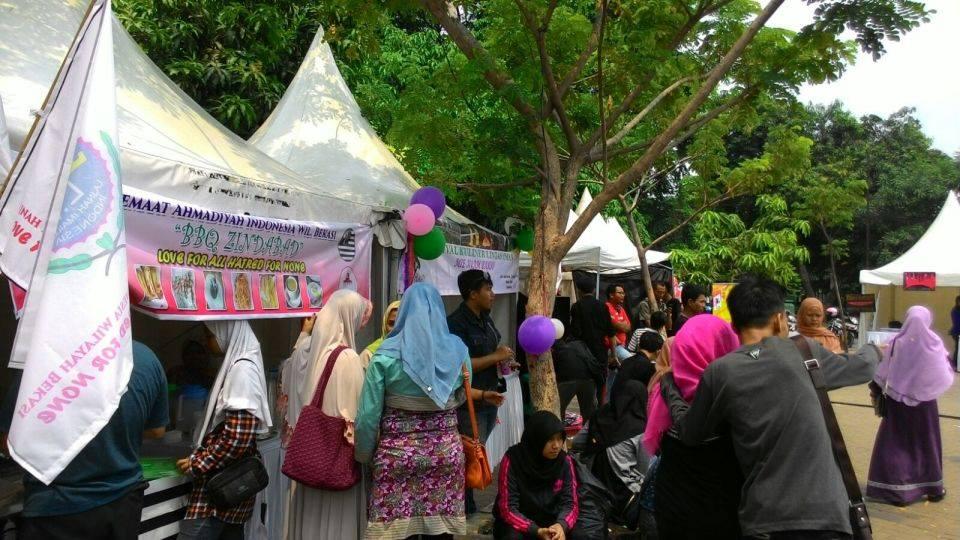Ahmadiyah Syiah pesta di depan Al Barkah 1