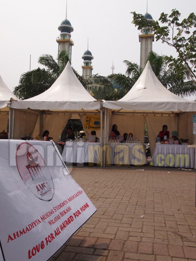 Aliran sesat Ahmadiyah ramaikan festival kuliner lintas iman di depan masjid Agung Al Barkah, Kota Bekasi