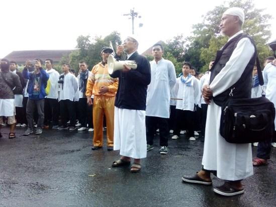 Ust Sholeh Ibrahim Aksi Bubarkan Den 88 di Mapolres Solo