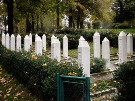 Park Miejski- ulica Marszałka Tito. Groby muzułmańskich żołnierzy poległych w czasie oblężenia Sarajewa.
