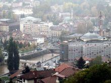 Panorama Sarajewa- Po lewej odbudowywana Biblioteka narodowa