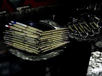 Bascarsija - stary bazar- pamiątki wykonane z pocisków