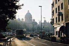 Plac Nikola Pasica - w dali Parlament