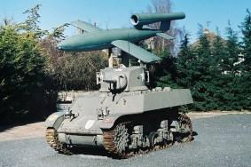 """Czołg M5A1 Light Tank Stuart i rakieta V-1. Muzeum """" Le Grand Bunker""""-"""