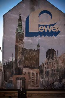 "Mural reklamowy ""Pewex"" ul. Chmielna"