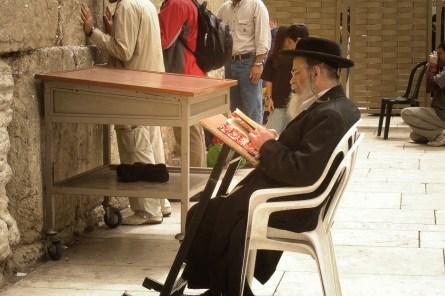 JEROZOLIMA- Modlący się pod Ścianą Płaczu