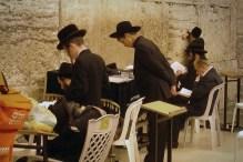 JEROZOLIMA-0 Ściana płaczu- modlący się w synagodze