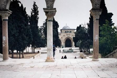 JEROZOLIMA- Wzgórze Świątynne- w tle meczet Al-Aksa