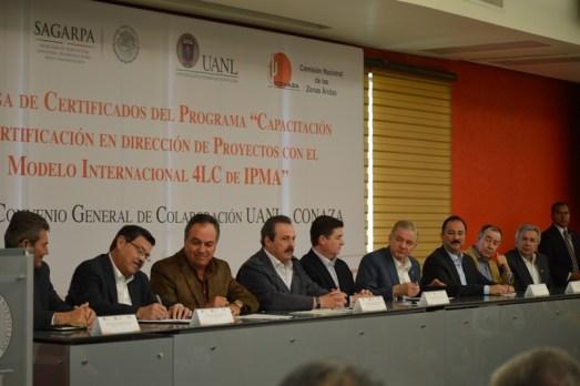 Firmaron el convenio en la biblioteca Raúl Rangel Frías