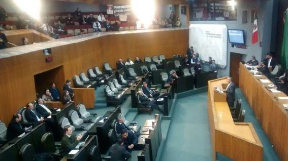 Los diputados, como es costumbre, iniciaron tarde la sesión