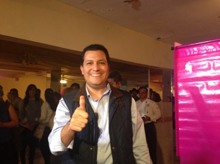 Iván Garza emitió su voto en San Bernabé