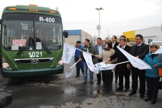 Víctor Pérez dio el banderazo de salida de nuevas unidades de trasporte.