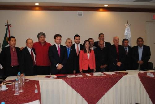 Se reunió con representantes del deporte en NL.