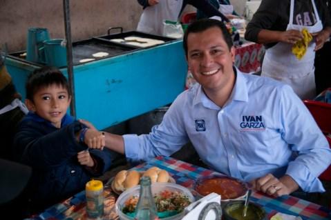 Iván Garza, prometió que brindará 20 mil becas por año, para sumar 60 mil al concluir su gobierno.