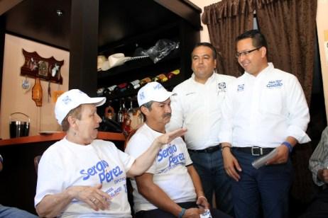 Héctor Castillo busca internet gratuito para las plazas públicas