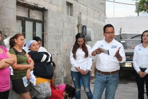 Se reunió y platicó con vecinos sobre el municipio de Santa Catarina