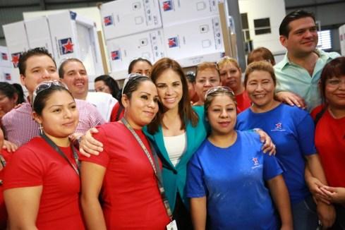 Visita a mujeres que trabajan en empresa en Guadalupe.