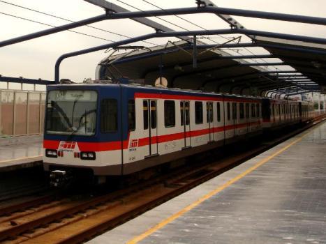 Descartaron aumentar tarifas del Metro