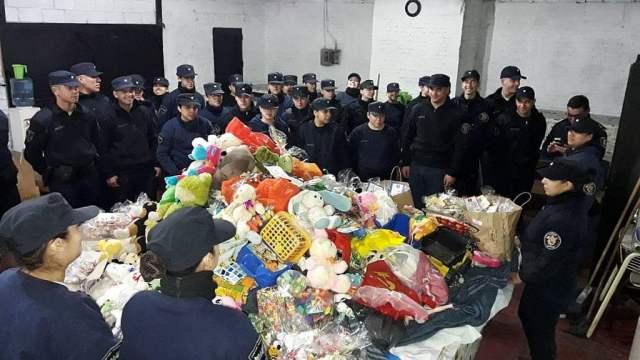 La Policía de la Provincia de Buenos Aires repartió juguetes por el Día del Niño