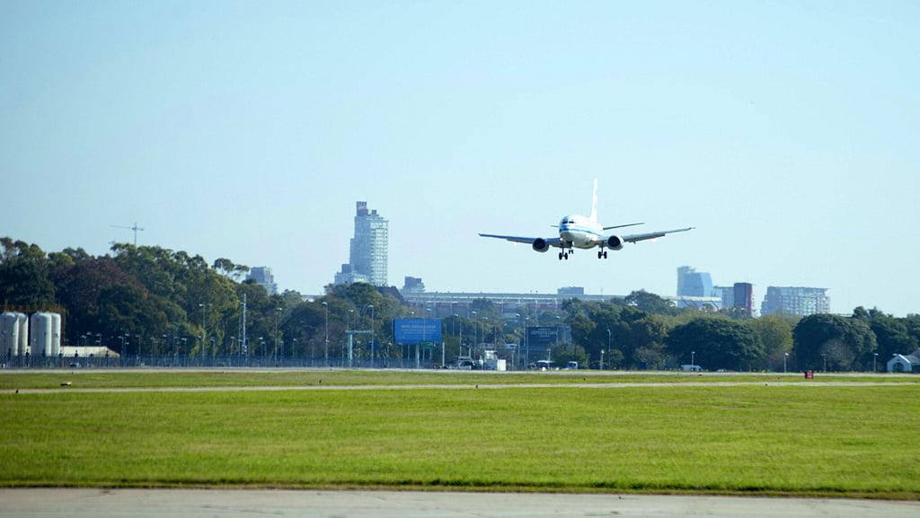 Mario Meoni anticipó que se postergará «por un tiempo» el retorno de los vuelos de cabotaje