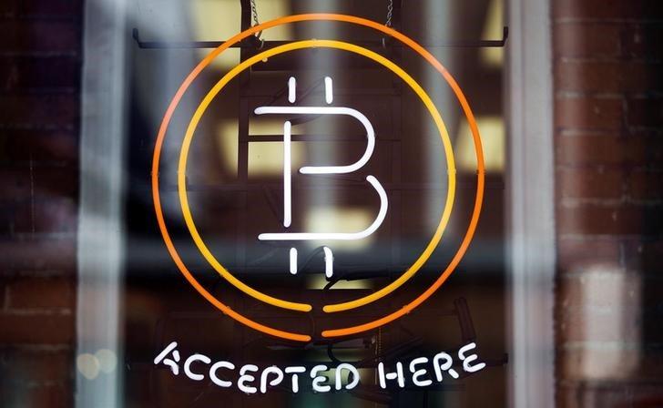 """""""Sin fronteras"""": Alistair Milne envía Bitcoin en lugar de una barra de oro de USD 2.6K"""