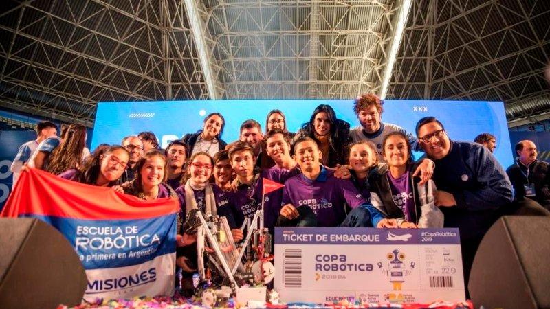 Estudiantes argentinos compiten con su robot en el Mundial de Robótica de Dubai