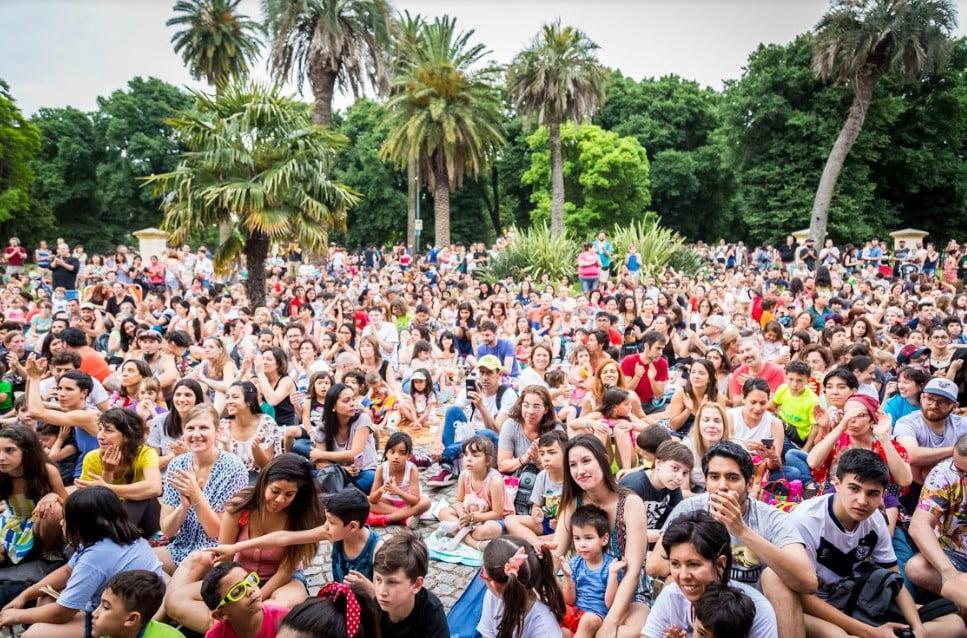 Gran festejo en Parque Centenario por los 35 años del programa cultural en Barrios