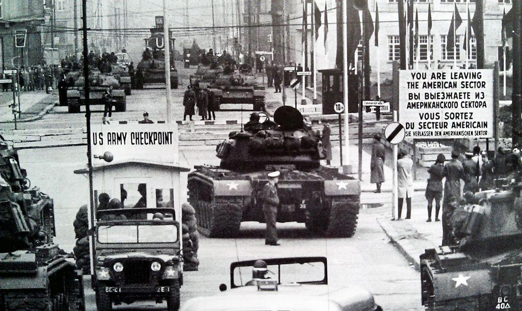 A 30 años de demolición de Checkpoint Charlie, el paso fronterizo más famoso del Muro de Berlín