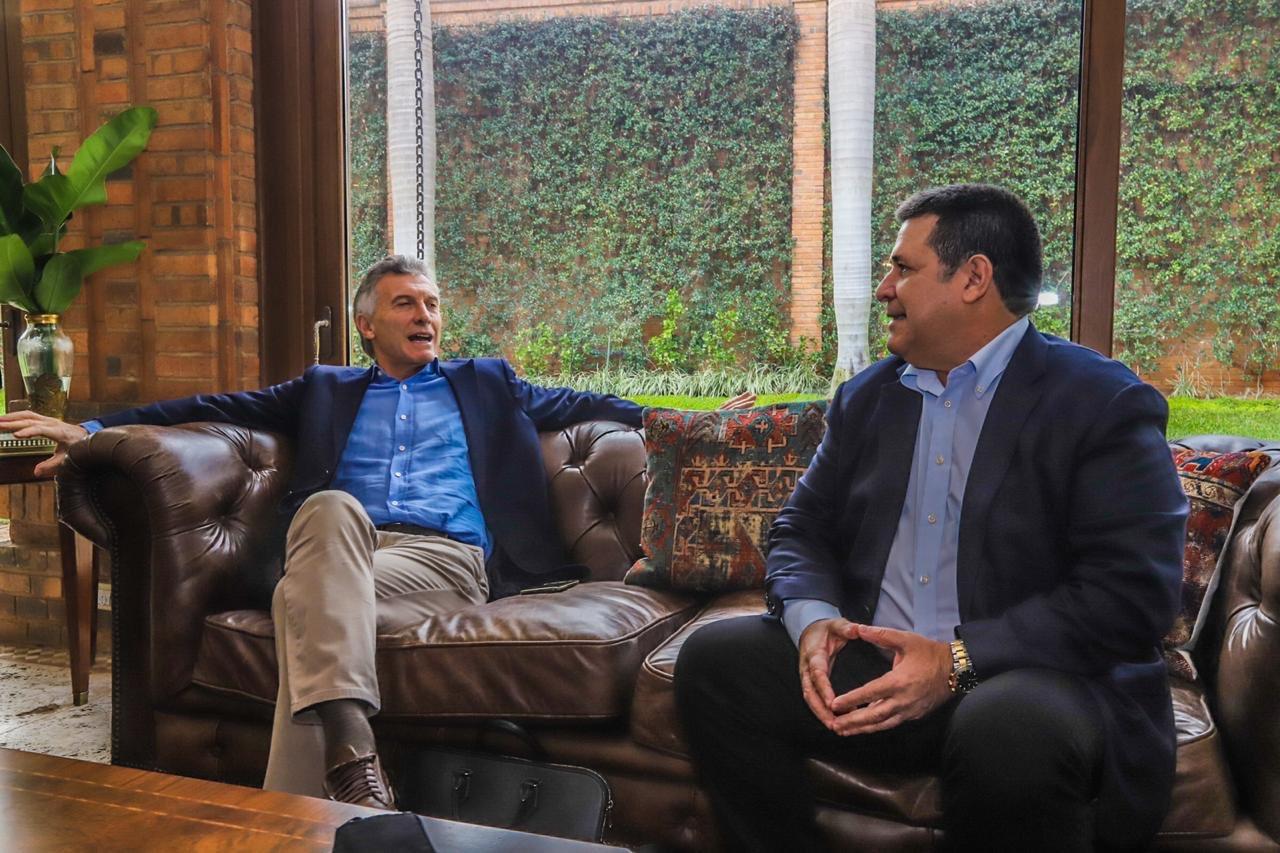 Macri se reunió en Paraguay con Abdo y Cartes y la oposición quiere explicaciones