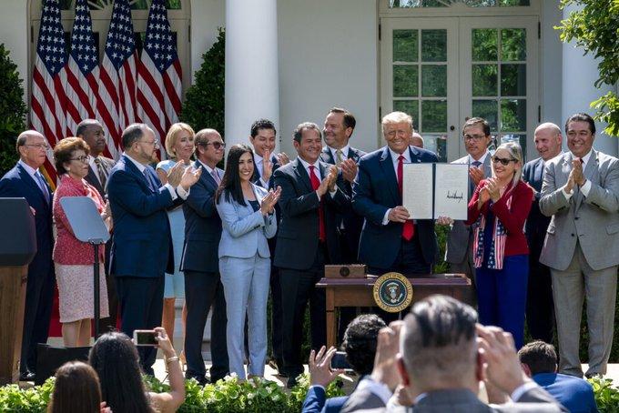 Trump lanza una iniciativa para los latinos con la vista puesta en elecciones