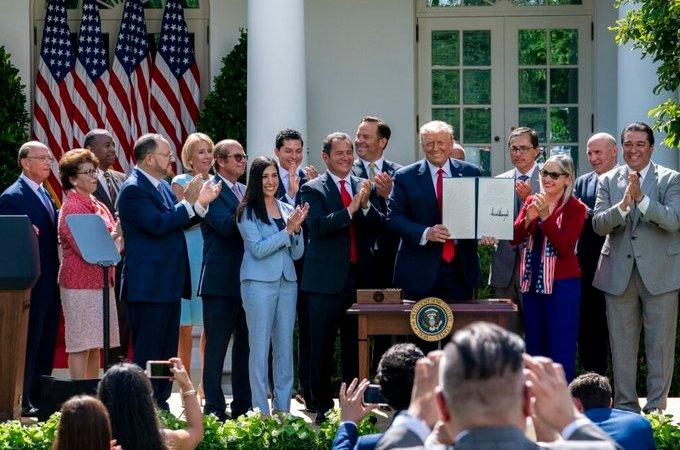 Trump firma decreto
