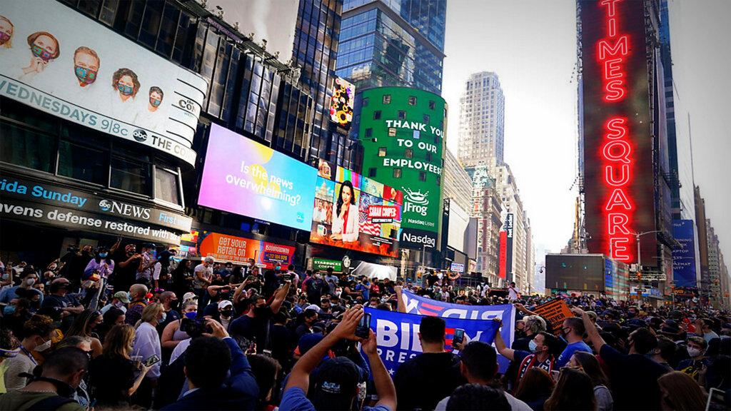 Alegría en las calles de Nueva York después de la victoria de Biden