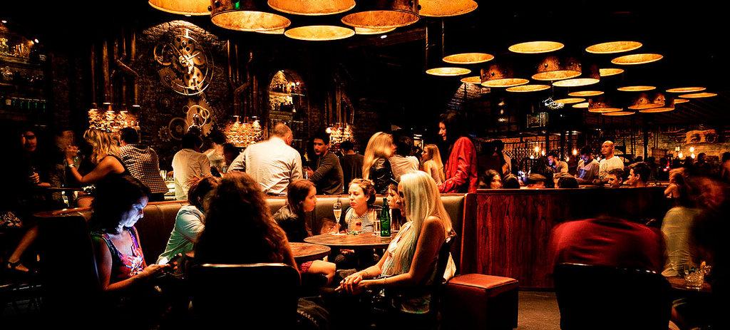 Empresarios de discotecas, bares y gastronómicos en alerta ante posible implementación de un toque de queda