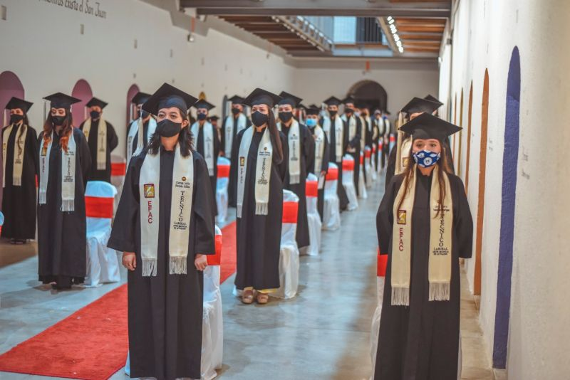 La EFAC graduó a músicos, bailarines y actores. 1