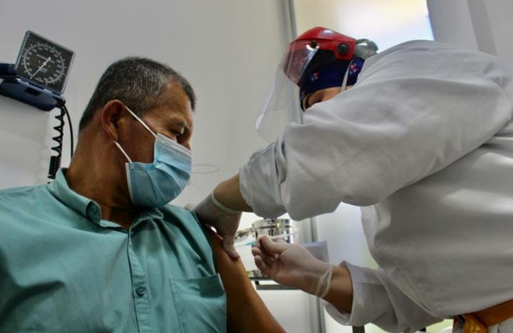 Estos son los puntos de vacunación para mayores de 50 años en Ibagué. 1