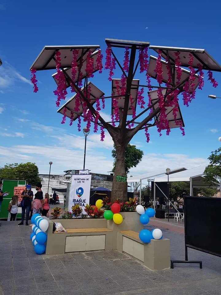 Instalado el primer árbol solar de energía renovable en Ibagué. 1