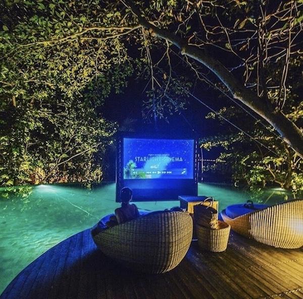 Cine en la piscina con AIRSCREE nano