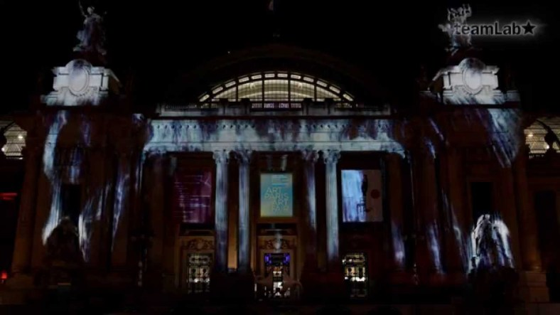 Cascada digital virtual: Universe of Water Particles on the Grand Palais
