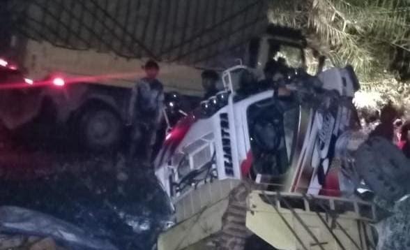 Hindari Jalan Berlubang, Truk Sembako Terbalik Di Distrik Kanggime