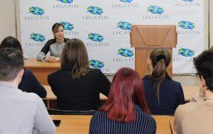 Никонорова рассказала начинающим дипломатам ДНР о внешнеполитическом курсе Республике