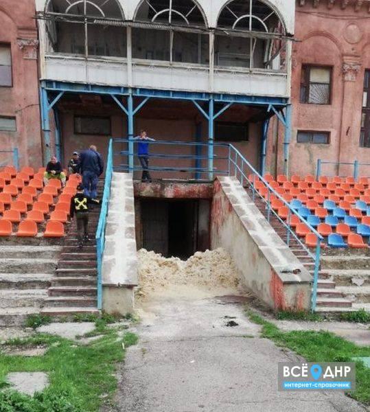 В Горловке ведется ремонт центрального городского стадиона «Шахтер»