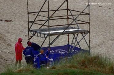 Últimos toques al montaje de las instalaciones del Cabreiroá Pantín Classic Pro 2011 - Pantín (Valdoviño) - Galicia - fotografía por Fermín Goiriz Díaz (3)