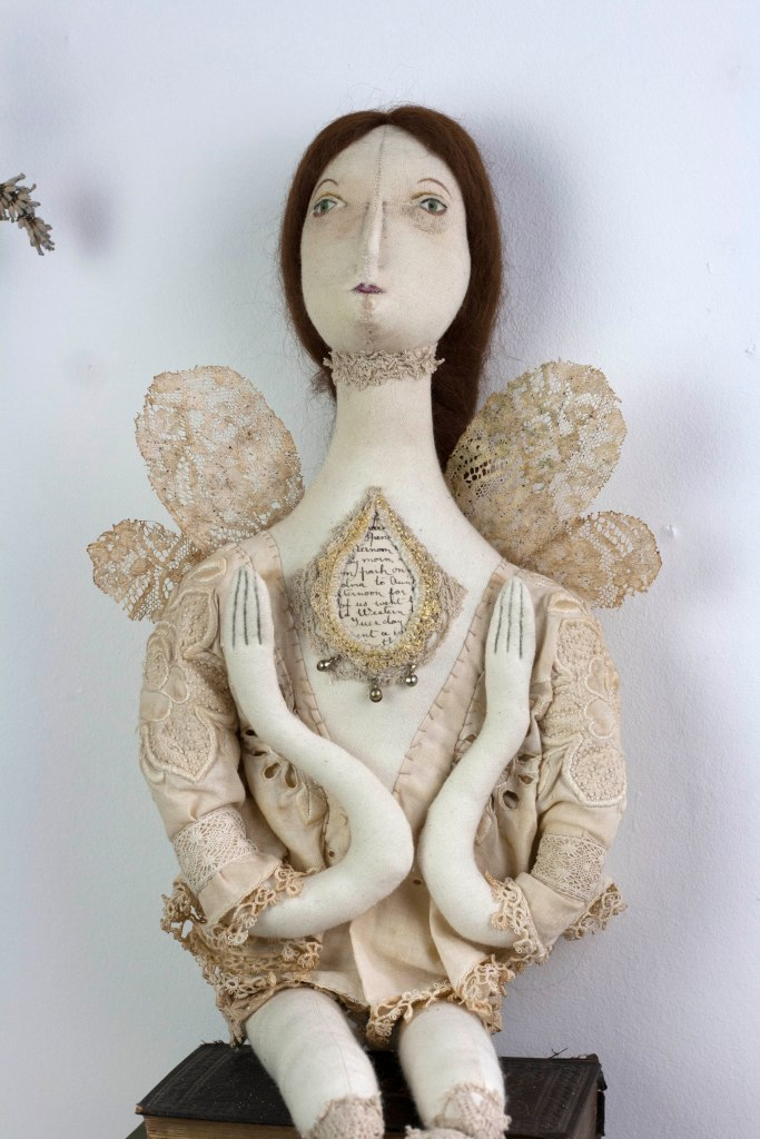liusaidh-moth-fae-03