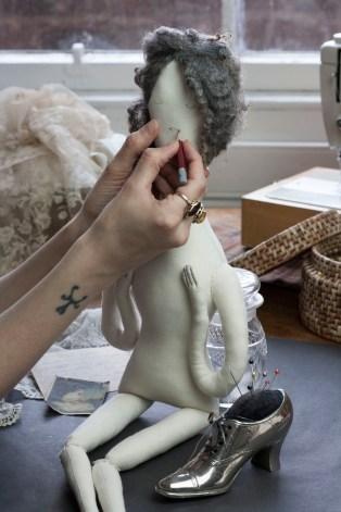 illustrating dolls face