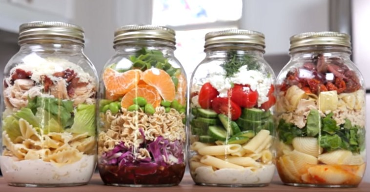 4 Mason Jar Pasta Salads That Are the Perfect Healthy Lunch.