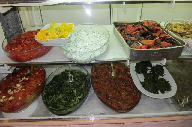 Turkish Mezes and various zeytinyağlı dishes at Hayrettin's, Yıldız Sarayı, on Kadırga Beach, Assos